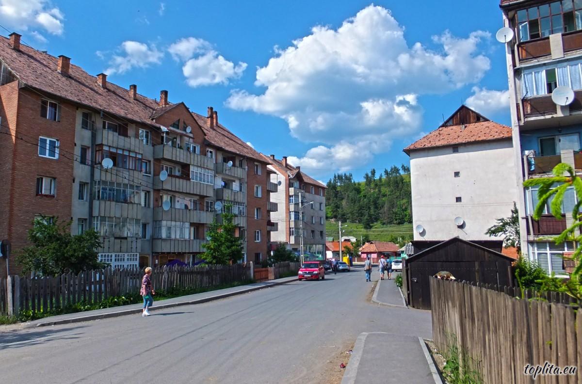 Alunis Street